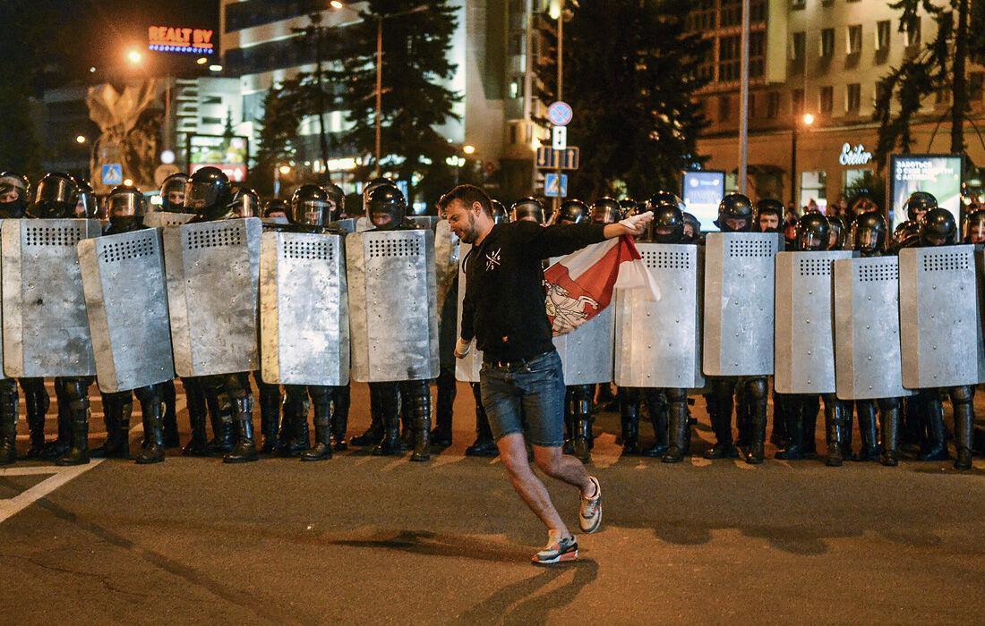 خبرنگاران چرا معترضان بلاروسی پرچم سنتی لیتوانی را نماد اعتراضات خود کردند؟