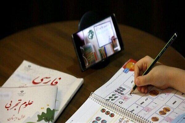 خبرنگاران 32 دستگاه تبلت به دانش آموزان نیازمند اشنویه ای اهدا شد