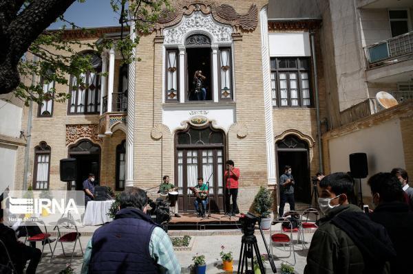 خبرنگاران بازدید خبری با نوای نی انبان در خانه مینایی